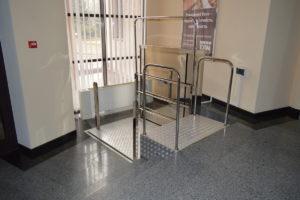 Изображение реализованного проекта по консольному инвалидному подъемнику №10