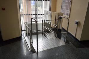 Изображение реализованного проекта по консольному инвалидному подъемнику №8