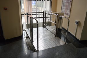 Изображение реализованного проекта по консольному инвалидному подъемнику №9