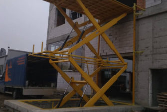 Изображение реализованного проекта по межэтажному гидравлическому подъемному столу №2