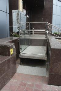 Изображение реализованного проекта по вертикальному инвалидному подъемнику №3