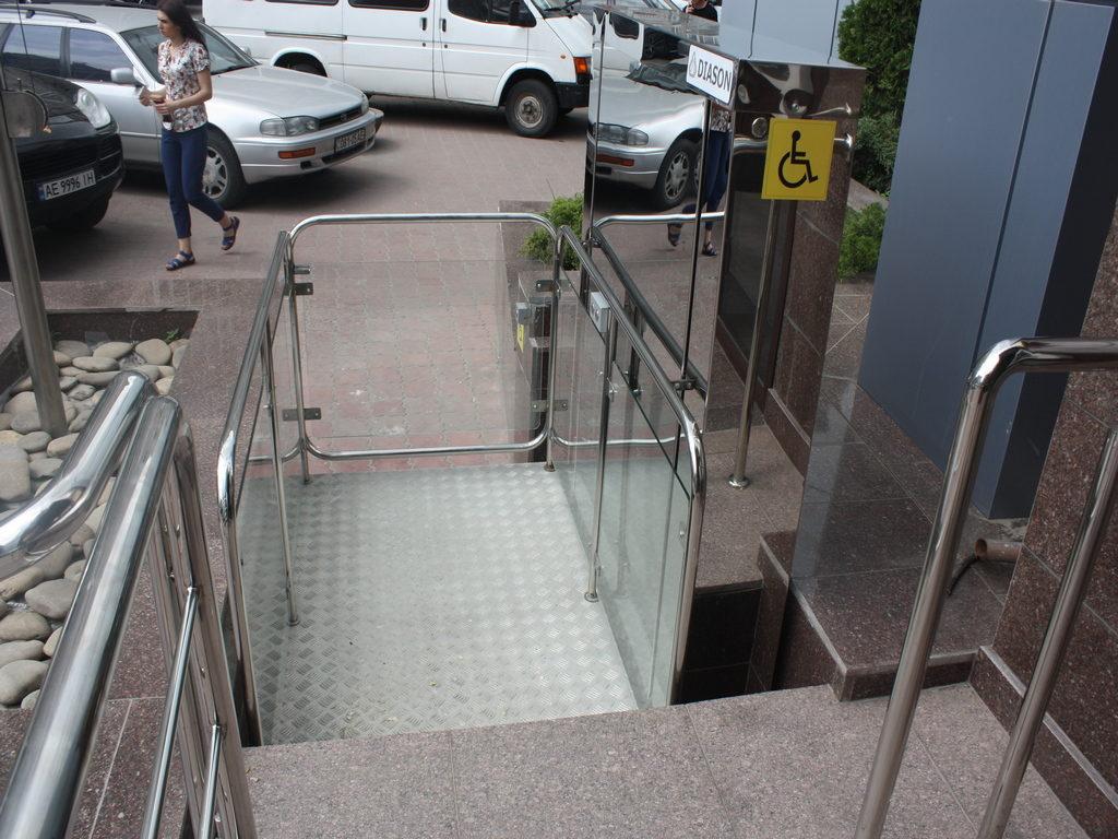 Изображение реализованного проекта по вертикальному инвалидному подъемнику №6