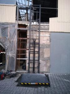 Изображение реализованного проекта по гидравлическому консольному подъемнику №1