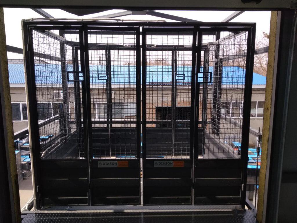 Изображение реализованного проекта по грузовому двухстоечному мачтовому подъемнику №11