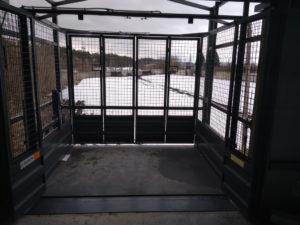 Изображение реализованного проекта по грузовому двухстоечному мачтовому подъемнику №6