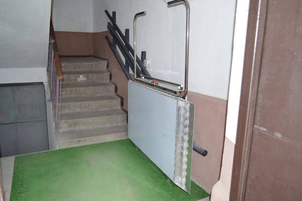 Изображение реализованного проекта по наклонному инвалидному подъемнику №1