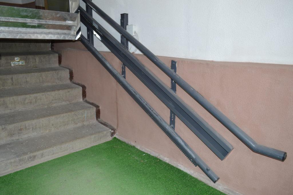 Изображение реализованного проекта по наклонному инвалидному подъемнику №6