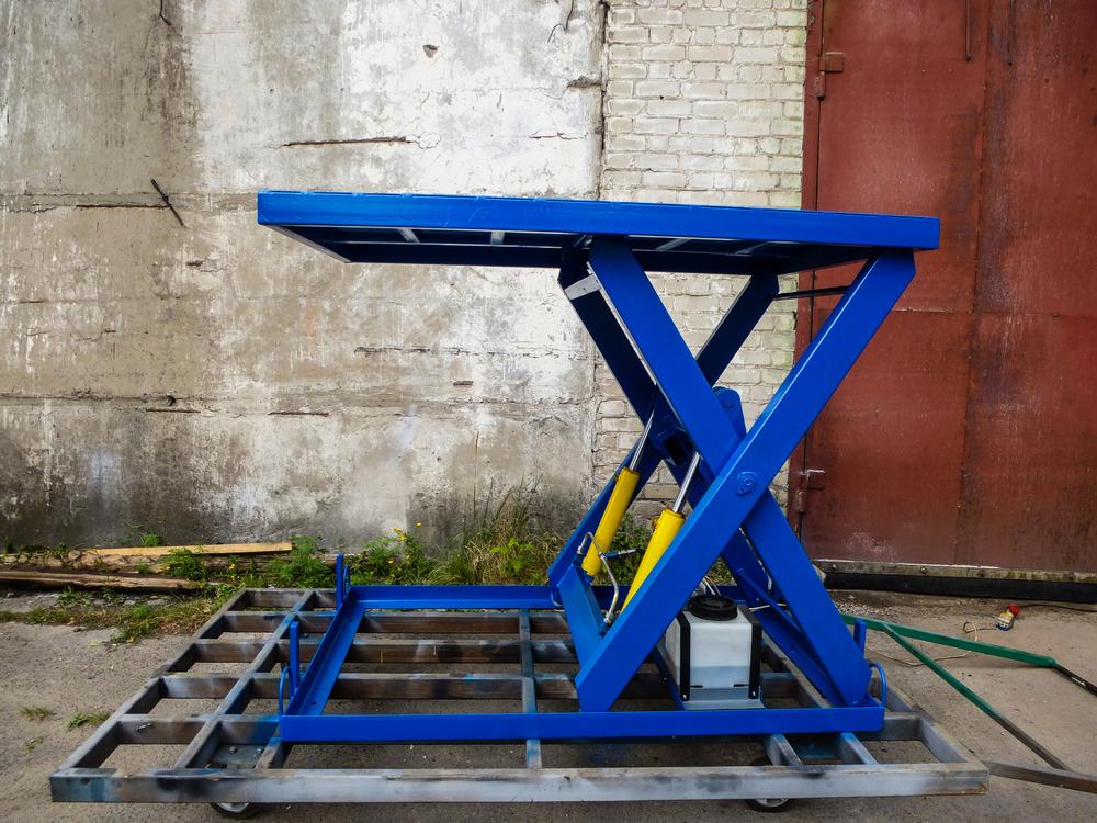 синий ножничный стол для склада