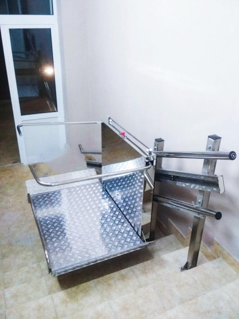 Изображение реализованного проекта по наклонному инвалидному подъемнику №10
