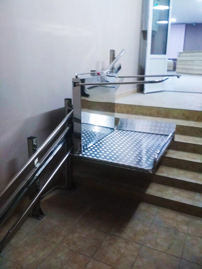 Изображение реализованного проекта по наклонному инвалидному подъемнику №11