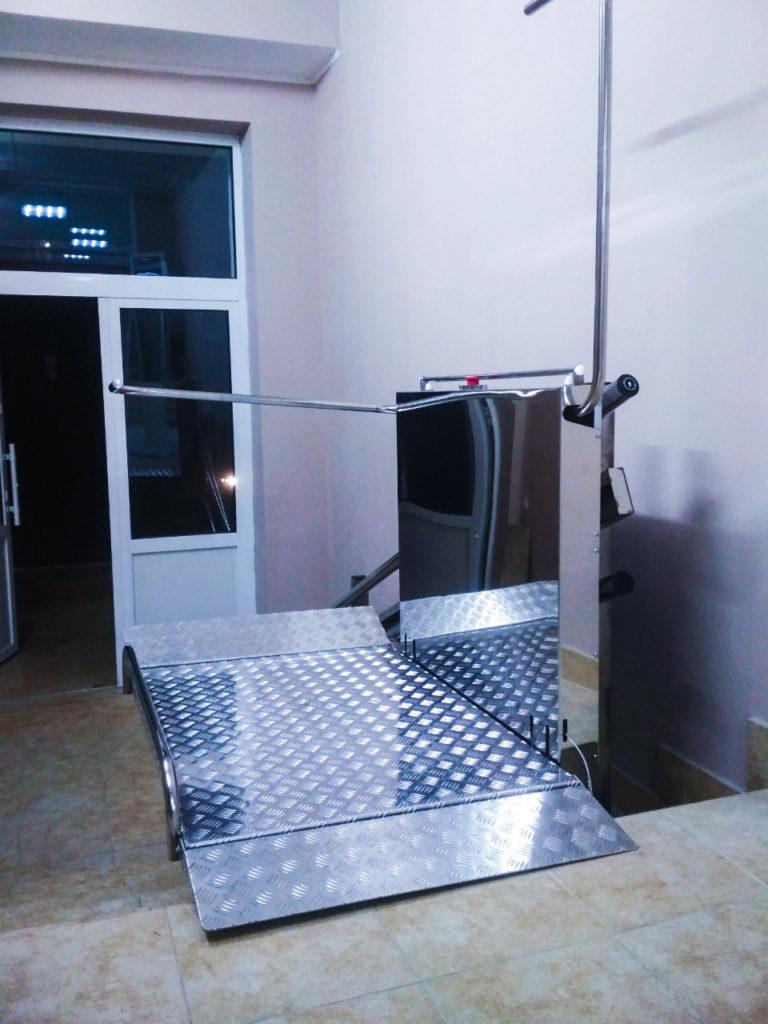 Изображение реализованного проекта по наклонному инвалидному подъемнику №12