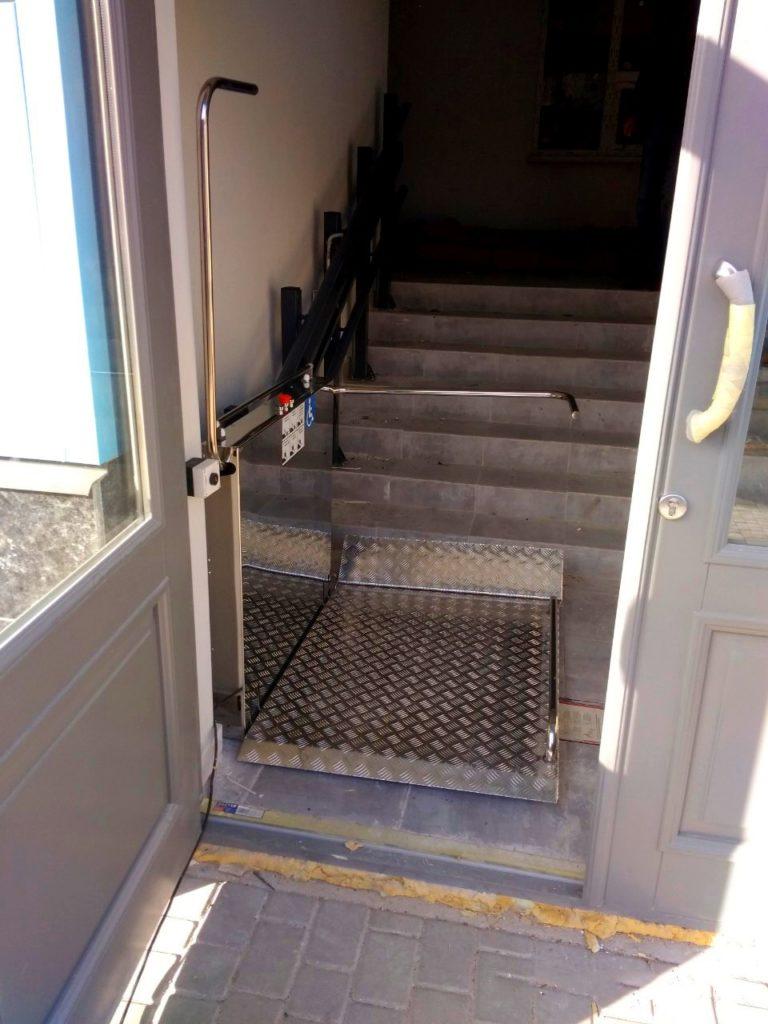 Изображение реализованного проекта по наклонному инвалидному подъемнику №13