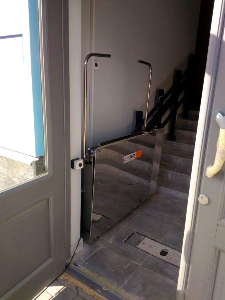 Изображение реализованного проекта по наклонному инвалидному подъемнику №14
