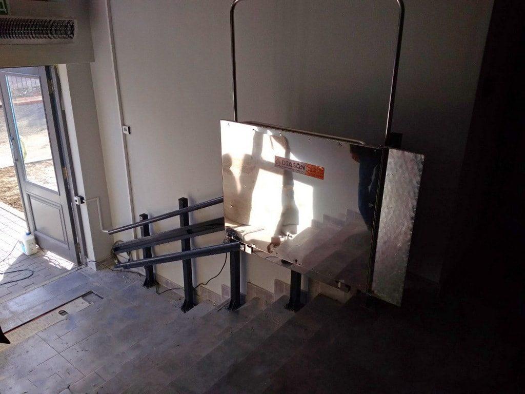 Изображение реализованного проекта по наклонному инвалидному подъемнику №16