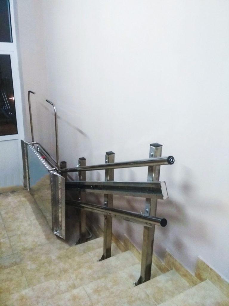 Изображение реализованного проекта по наклонному инвалидному подъемнику №8