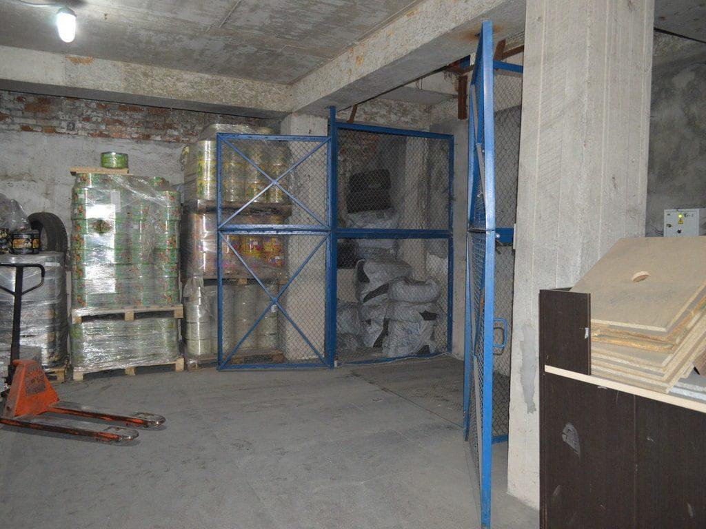 Изображение реализованного проекта по межэтажному гидравлическому подъемному столу №6