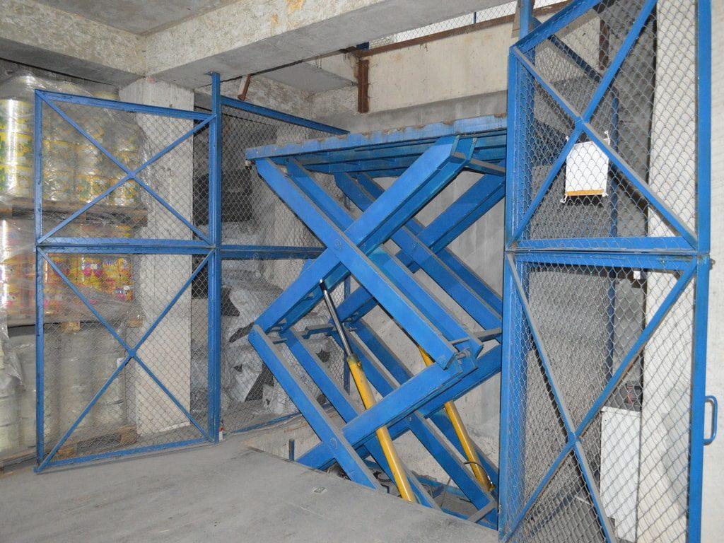 Изображение реализованного проекта по межэтажному гидравлическому подъемному столу №7