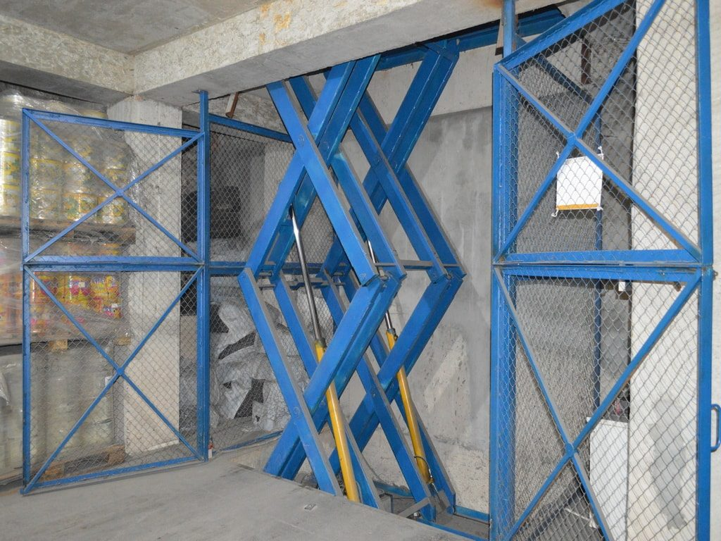 Изображение реализованного проекта по межэтажному гидравлическому подъемному столу №8