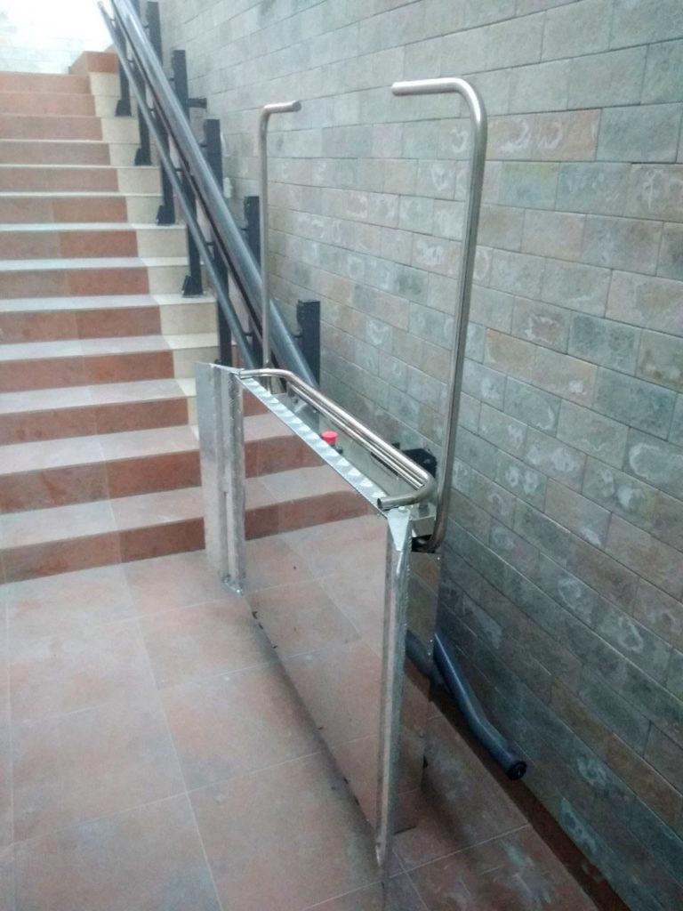 Изображение реализованного проекта по наклонному инвалидному подъемнику №18