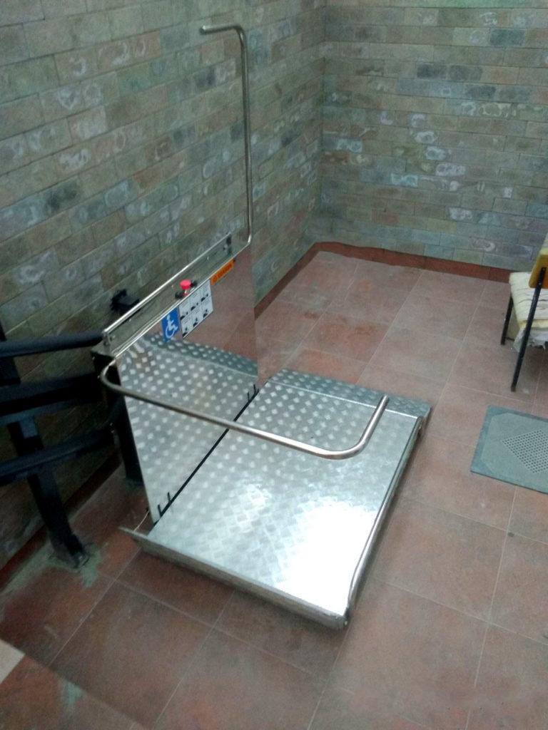 Изображение реализованного проекта по наклонному инвалидному подъемнику №19
