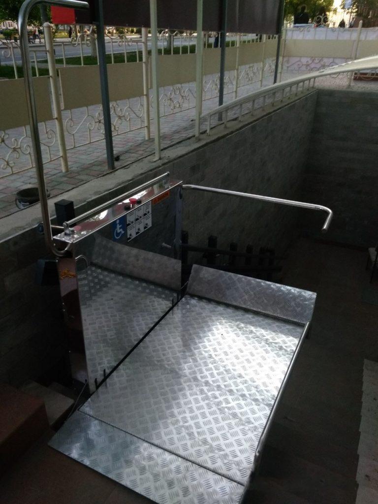 Изображение реализованного проекта по наклонному инвалидному подъемнику №20