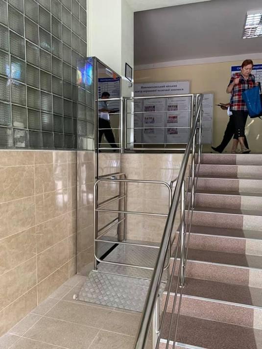Изображение реализованного проекта по вертикальному инвалидному подъемнику №19