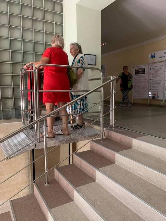 Изображение реализованного проекта по вертикальному инвалидному подъемнику №21