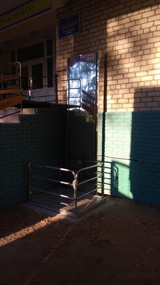 Изображение реализованного проекта по вертикальному инвалидному подъемнику №23
