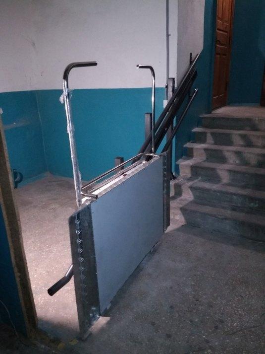 Изображение реализованного проекта по наклонному инвалидному подъемнику №21