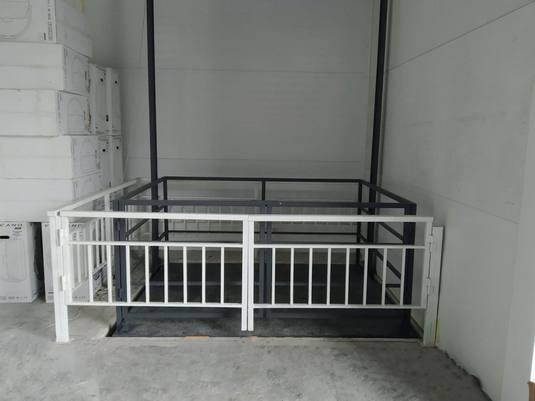 Межэтажный подъемник для мебельного магазина вид1