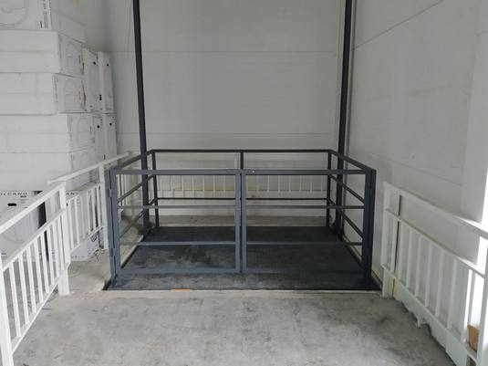 Межэтажный подъемник для мебельного магазина вид2