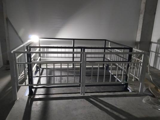 Межэтажный подъемник для мебельного магазина вид3