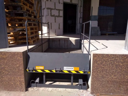 Изображение реализованного проекта по гидравлическому подъемному столу №30