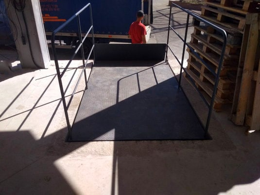 Изображение реализованного проекта по гидравлическому подъемному столу №31