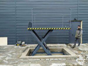 подъемный стол для траша в полонное 3