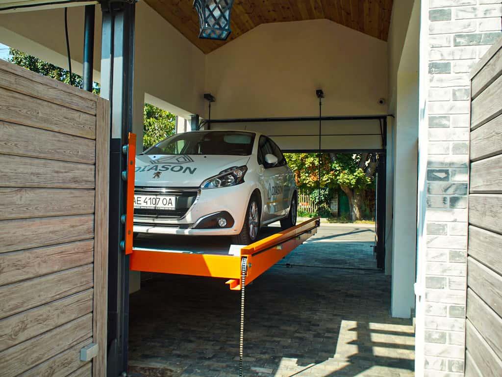 подъемник для парковки с машиной